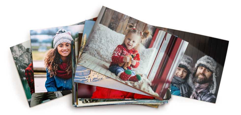Stapel von Fotos mit einer Familie, einem Baby und einem Mädchen mit einer Blume