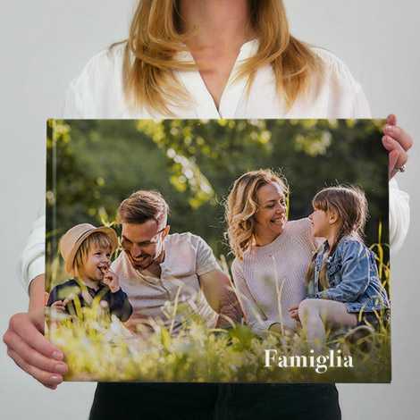album fotografico in formato 30x39 panoramico con famiglia felice